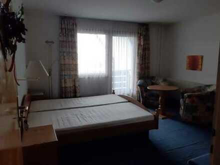 1 Zimmer - möbiliert, mit Bad, Balkon und Stellplatz