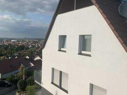 Vollständig renovierte 3-Zimmer-Maisonette-Wohnung mit Balkon und EBK in Winnenden
