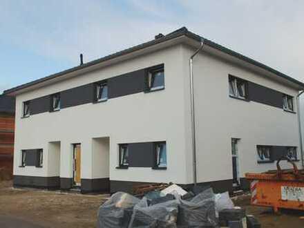 ** MODERNER NEUBAU - ERSTBEZUG ** - Doppelhaushälfte mit Carport in Groß Ilsede