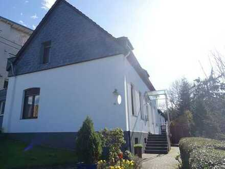 Schönes, großzügiges Einfamilienhaus mit mod. Bad, Schlafzimmer im EG, Garage & Garten in Holthausen