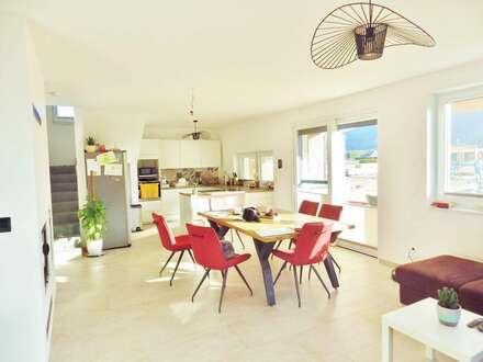 Wunderschönes, helles Haus ca. 165m² mit Doppel-Carport und Garten in Traundorf