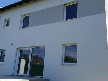 Doppelhaushälfte 158m² WF mit viel Garten u. Keller in Toplage