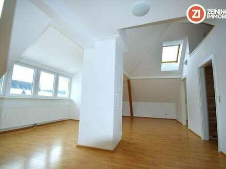Helle und Freundliche Dachgeschosswohnung in ehem. Bauernhof