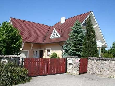 sonnige 4-Zimmerwohnung im OG. eines Zweifamilienhauses mit separaten Eingang + Terrasse + 2 Balkone