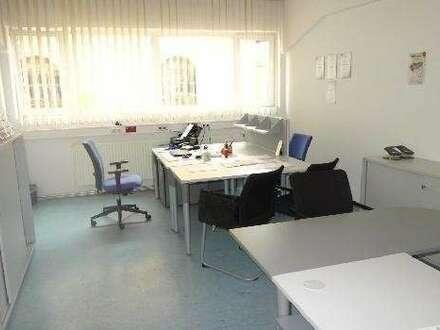Großzügige, helle Büroräumlichkeiten- in verkehrsgünstiger Lage