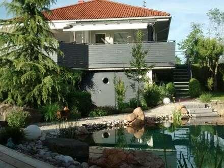 Gepflegtes Einfamilienhaus mit Schwimmteich