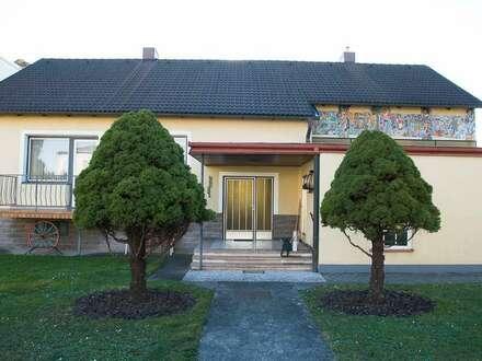 schönes zentral gelegenes Haus mit wunderschönen grossen Garten und Freizeitwert . PRIVAT.