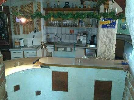 Geschäftshaus mit Cafe-Bar und Wohnungen