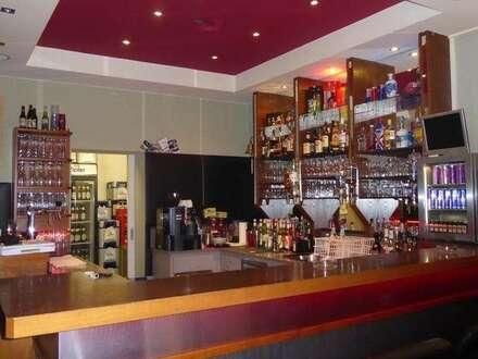 Bar/Cafe im Erdgeschoss