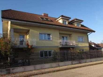 Zweifamilienhaus in TOP-Ruhelage mit Balkone, Garten, Terrassen und Doppelgarage