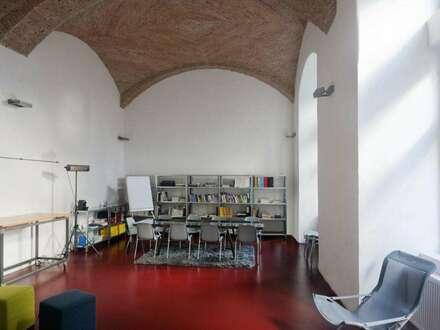 Schönes Altbaubüro im Mezzanin in Alsergrund Wien mieten.