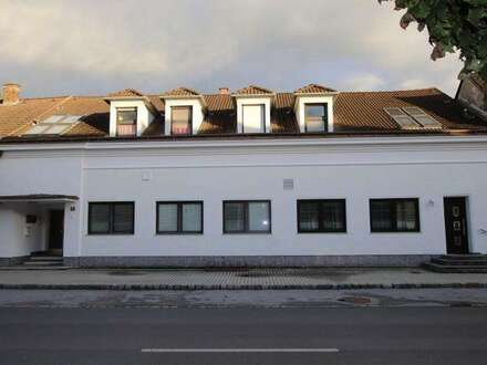 Zinshaus mit 4 Wohneinheiten, gut vermietet im Zentrum von Lassee!