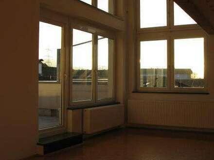 Provisionsfrei: Exclusive Dachgeschoßwohnung mit Galerie