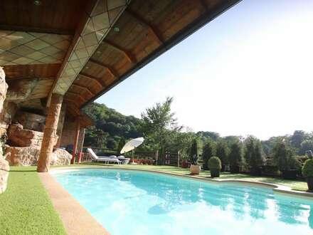 Hinterbrühler Familien Villa mit eigenem Waldzugang Pool und Traum Aussicht!