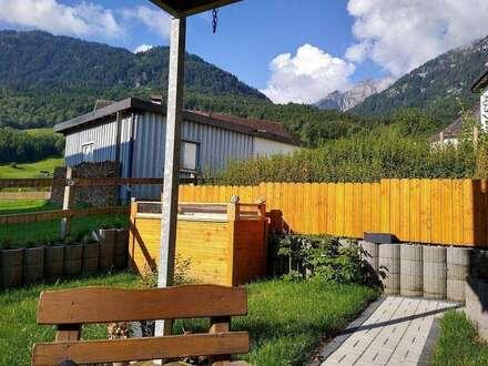 """Provisionsfrei"""" 85m² renovierte Gartenwohnung mit großer Holzterasse und einem 103m² großen Garten"""