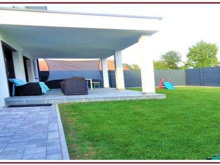 Luxuriös ausgestatte, modernst gestylte Designer - Villa, am Stadtrand