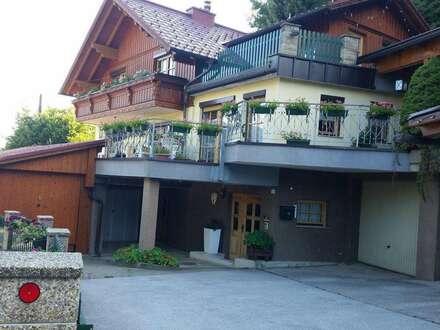 Idyllisches und geräumiges Einfamilienhaus mit zwei Garagen
