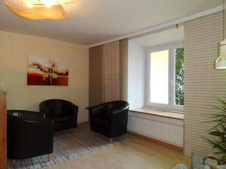 Geschäfts- / Büroflächen mit Wohnung im historischen Stadthaus, zentrale und ruhige Lage