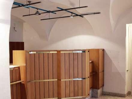 Charmantes und gediegenes Geschäftslokal mit Gewölbe im denkmalgeschützen und generalsanierten Gewerkenhaus zu vermieten
