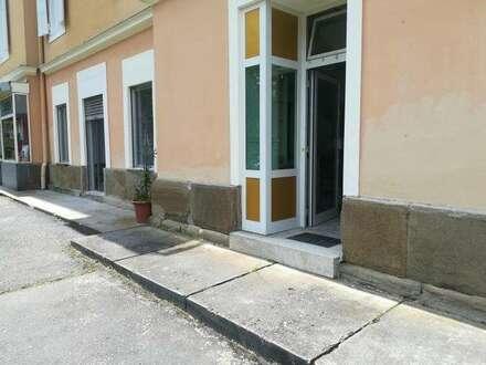 ZENTRUM: Geschäft-Gewerbe-Büro mit Sanierungsbedarf
