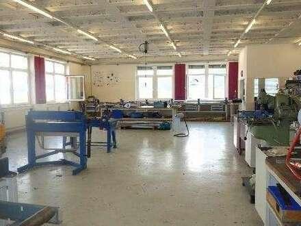 Großzügige Produktions - oder Lagerflächen mit Büros in verkehrsgünstiger Lage