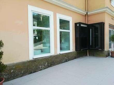 ZENTRUM: Praxis-oder Büro Fläche in stilvoller Altbauvilla Fläche erweiterbar !  Parkplätze