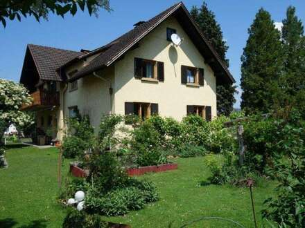 Grosses Wohnhaus mit Grundstück