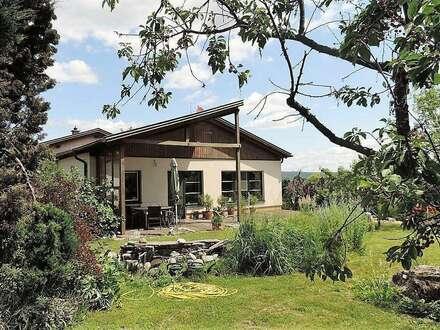 Sie wollen keine Nachbarn, auch keinen Straßenlärm? Ruhe und Natur im Architektenhaus sind garantiert - Bungalow hell und…