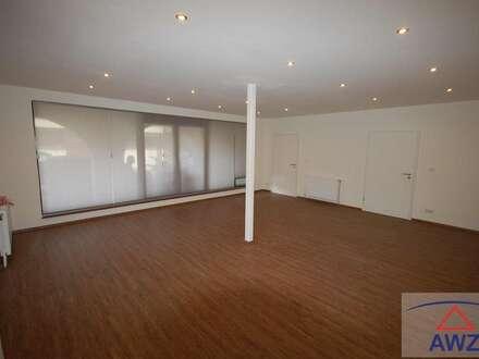 Die Chance für Jungunternehmen! Büro mit Wohnhaus und Lagerhallen zu vermieten!