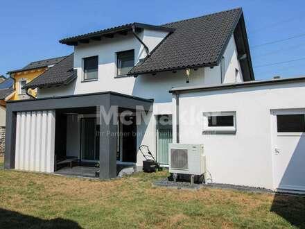 Neuwertiges Reihenhaus mit gehobenen Ausstattungsdetails und schicker Terrasse mit Garten!