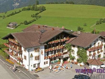 2 Tiroler Traditionsbetriebe mit Restaurant in traumhafter Natur
