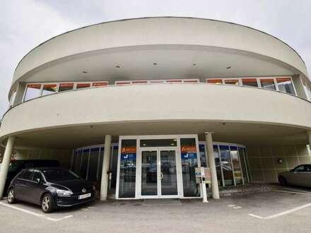 90 m² Büro mit doppeltem Boden und Autobahnanschluss
