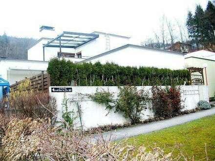 Geräumiges Haus mit zwei Terrassen und kleinem Garten in Linz