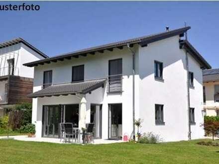 + Einfamilienhaus mit großem Garten +