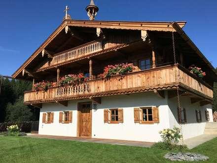 ID 1806 - KITZBÜHEL - Ein Traum wird wahr ! Tiroler Bauernhaus mit unverbaubarem Ausblick auf Hahnenkamm und Schwarzsee !