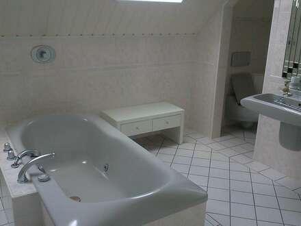Wunderschöne neu renovierte 3 Zimmerwohnung mit Whirlpool und Garten