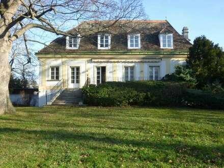 Historisches Herrenhaus, teilrenoviert, bewohnt, ca. 3.500m² pflegeleichter Parkgarten