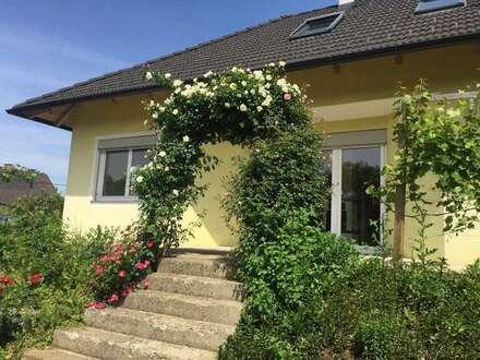 Vollunterkellertes Traumhaus in Feldkirchen !Seitengassenlage mit wunderschönem Garten !!