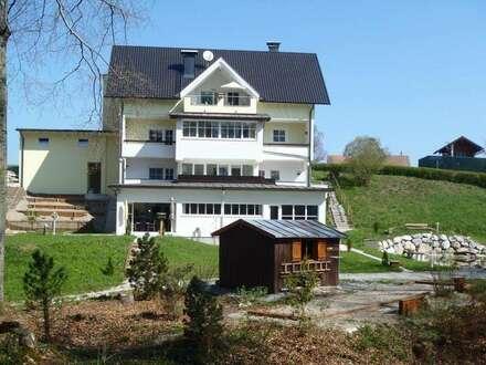 Traumhafte 3 Zimmer Dachgeschosswohnung in außergewöhnlicher Lage mit 105 m² Wnfl. und eigenem Indoorpool - 5301 Eugendorf
