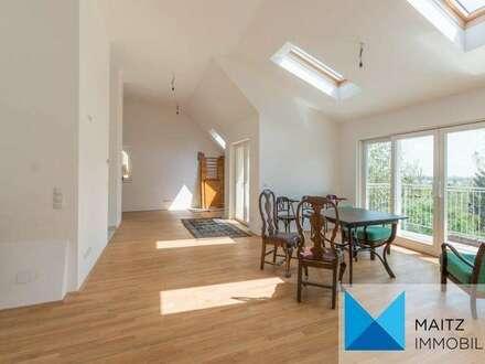 Durchsonnte Dachgeschoßwohnung mit Panoramablick, südseitigem Balkon & 2 Terrassen