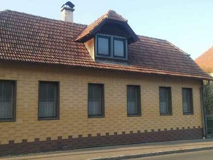 Sanierungsbedürftiges Einfamilienhaus mit Sommerhütte