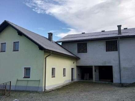 Bauernhaus mit Stall