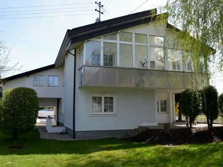 Asten/ Raffelstetten: Stylisches Zweifamilienhaus mit großem Garten!