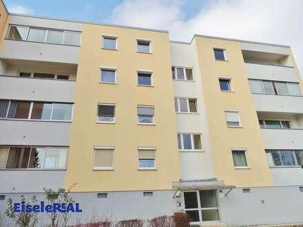 Helle 2 Zimmer + Balkon + Parkplatz - zzgl. Heizung