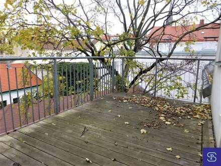 Gartenseitige 78m² DG-Wohnung +14m² Balkon und Einbauküche - 1160 Wien
