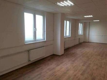 Büroräume ab 33m², mit Parkplätze, in aufstrebender Lage