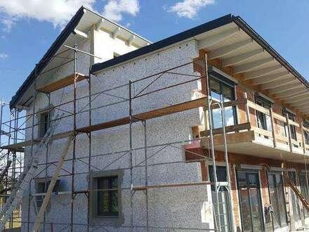 3 moderne Reihenhäuser mit Vorgarten und Südbalkon in Unterwagram - im Ausbau