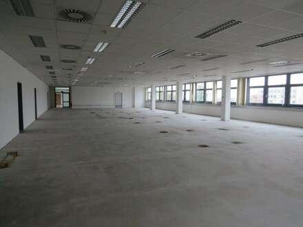 Bürohaus ca. 2900 m² (teilbar) in Wien 23 zu mieten. Geeignet auch für Produktion, Kleinlager, Labor, Schulungs- und Ausstellungsfläche.