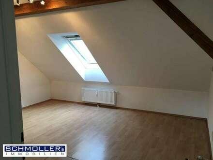 Sehr ruhige 2-Zimmer-Dachgeschosswohnung mit Parkplatz & Gartennutzung