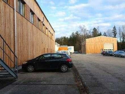 Moderne Produktions-und Lagerhallen